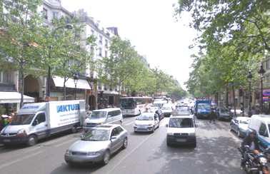 Des voies larges bd Montmartre