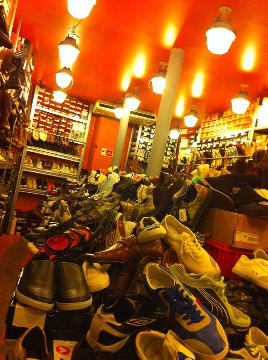 Vente de chaussures à PRIX UNIQUE : 20 euros :)